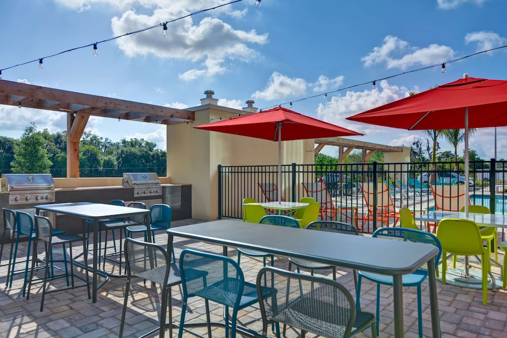 Terrace/Patio, Home2 Suites Sarasota I-75 Bee Ridge, FL