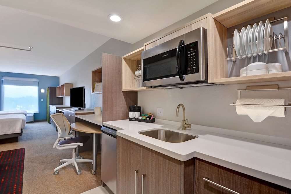 Private Kitchen, Home2 Suites Sarasota I-75 Bee Ridge, FL