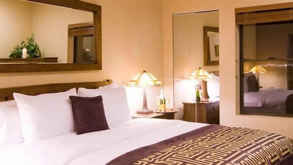 2 bedrooms, free Internet, bed sheets, alarm clocks
