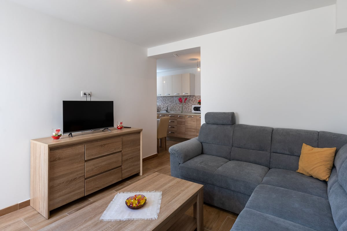comerciante escanear Humedad  Apartment Nike - Two-bedroom Apartment With Terrace: 2020 Room Prices ,  Deals & Reviews | Expedia