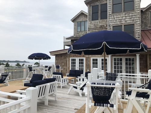 The Burrus House Inn Waterfront Suites