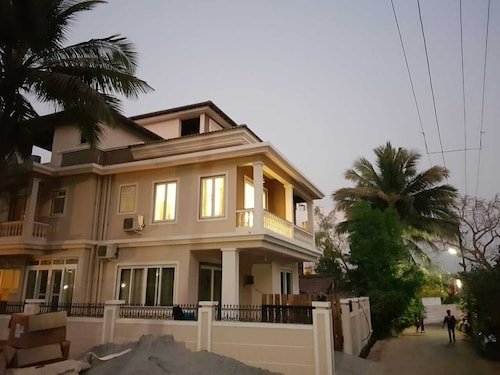 Villa Serenity 6 Bedrooms With Private Pool and Parking, Close to Baga Beach