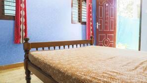 Memory foam beds, desk, soundproofing