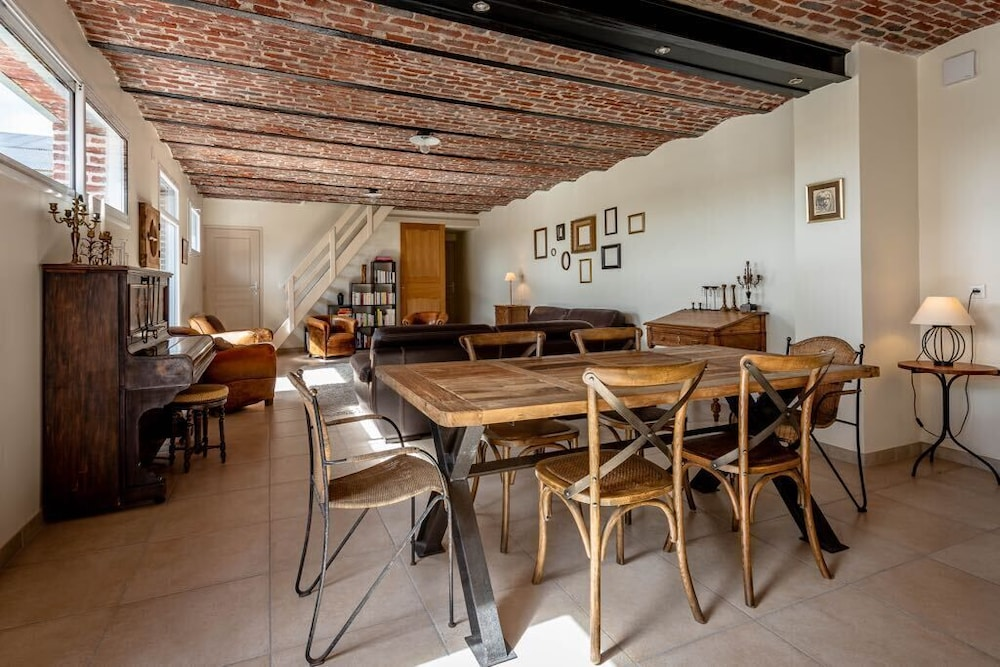 Private Kitchen, Spacious Guest House With Closed Courtyards and Garden