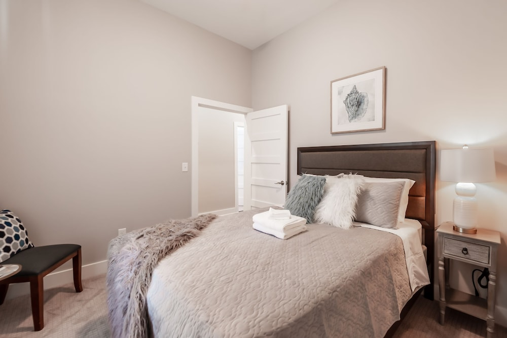 Room, Amazing Indy House Sleeps 15 4 Bd 2.5 Ba