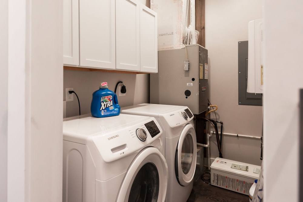 Laundry, Amazing Indy House Sleeps 15 4 Bd 2.5 Ba