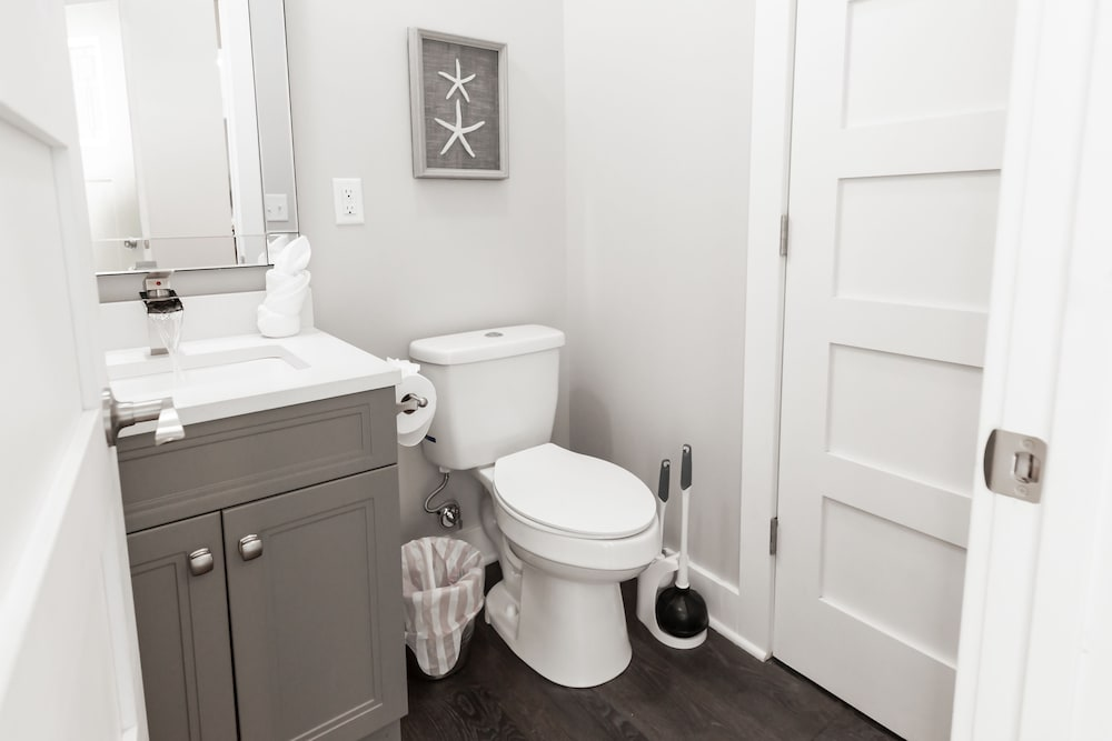 Bathroom, Amazing Indy House Sleeps 15 4 Bd 2.5 Ba