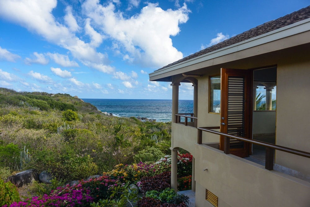 , Gorgeous 3 BR Villa With Spectacular Views of Crook's Bay. Renovated & Ready!