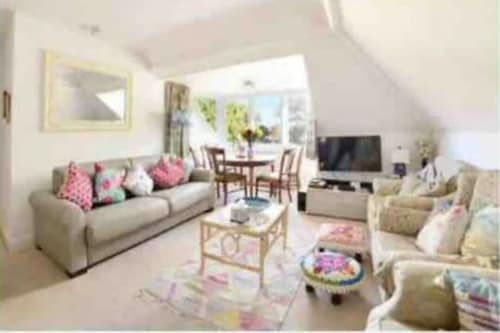 Amazing 4br, 3bath Luxury Cath Kidston Maisonette own Entrance