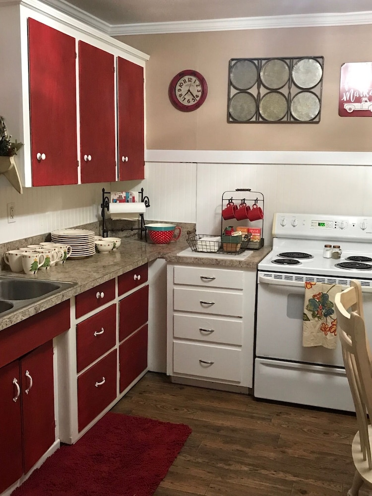 Private Kitchen, I Remodeled This 1912 Farmhouse Just for You!!!