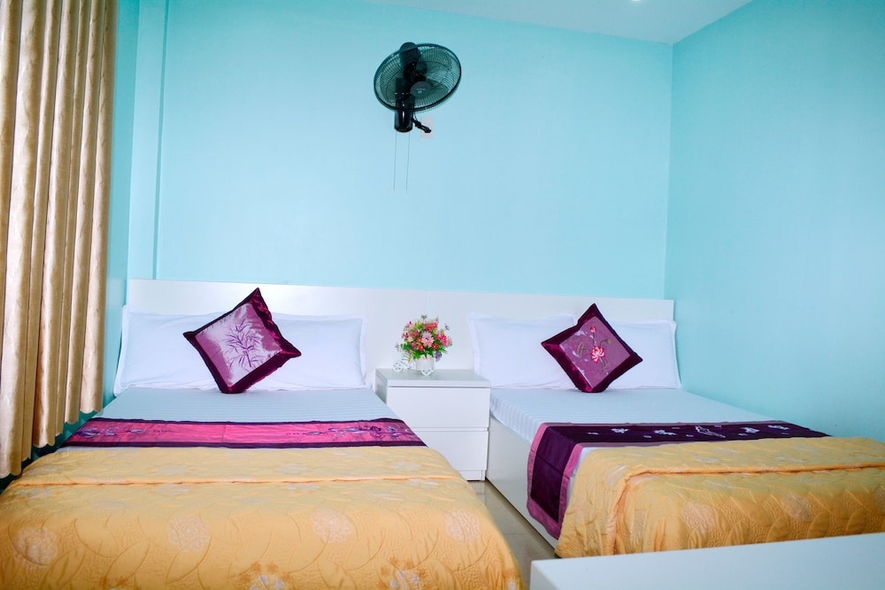 Room, CatBa Central Hotel