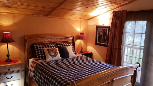 LOG Cabin on the Beautiful Chena River! Sleeps 4 Aurora Viewing