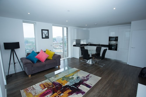 High view 2 Bedroom apt - Woolwich