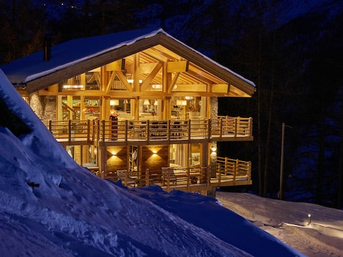 Fully Catered, 5 Star Luxury Chalet for up to 16 People!