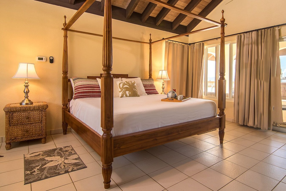 Room, Renovated & Ready 3 Bedroom, 2 Bath Villa in the heart of The Valley