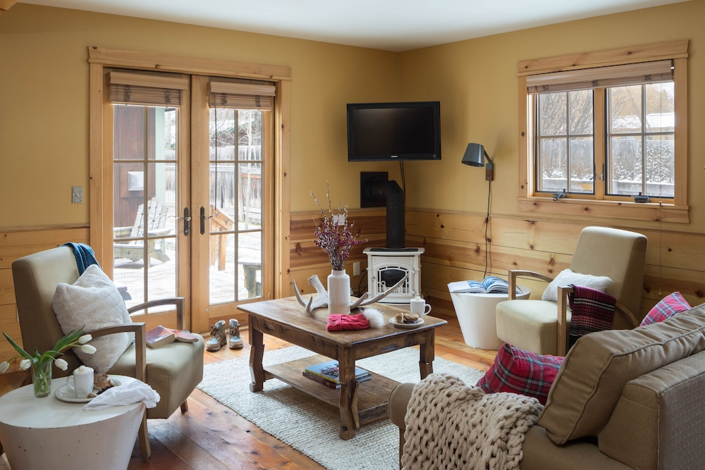 Living Room, Alpine Cottage Four - Hot tub Access!