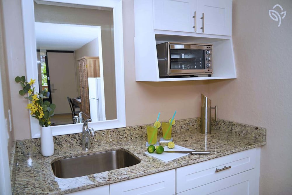 Private Kitchenette, Banyan Hotel & MicroSuites