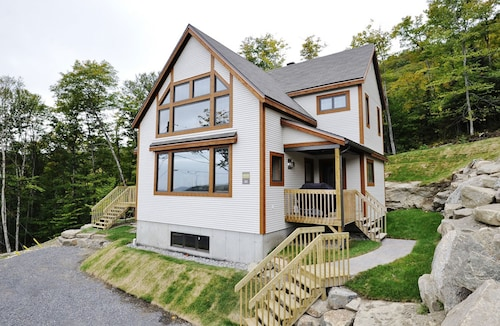 Beautiful Fully Equipped Cottage, Just 25 Minutes From Quebec City