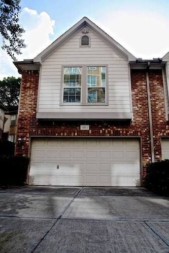 Updated 3 Bedroom - River Oaks/montrose Townhouse
