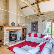Classical Cotswolds Barn Conversion by Nature Rese