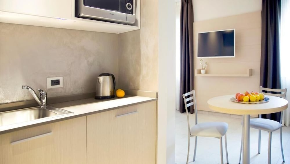 Private Kitchenette, Domus Residence