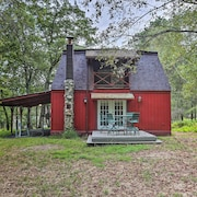 Spacious & Secluded Bushkill Escape: 7 Mi to Falls