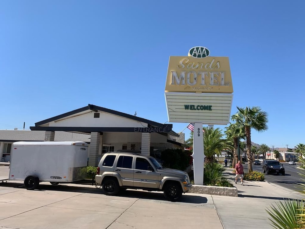 Exterior, The Sands Motel