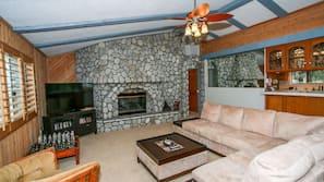 平面電視、壁爐