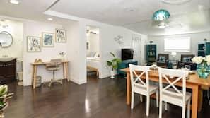 3 Schlafzimmer, Schreibtisch, Bügeleisen/Bügelbrett, kostenloses WLAN