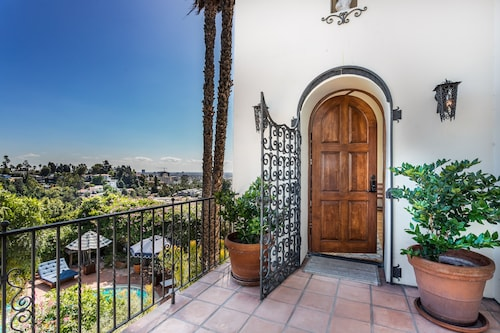 Hollywood Hills 360 Degree Views 4 Bedroom Pool Walk to Hollywood Blvd