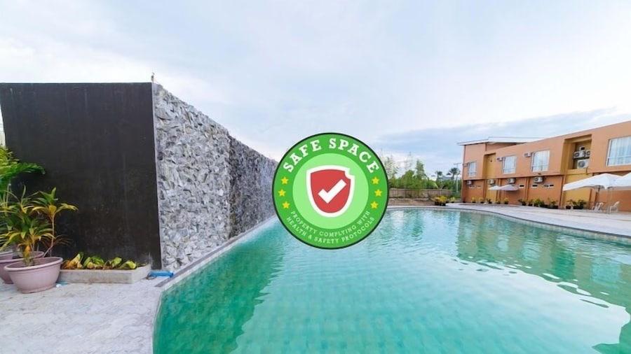 RedDoorz Premium near Health Centrum Banica
