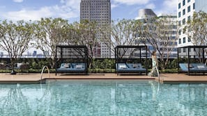 室外游泳池,07:00 至 21:00 开放,免费小屋,池畔遮阳伞