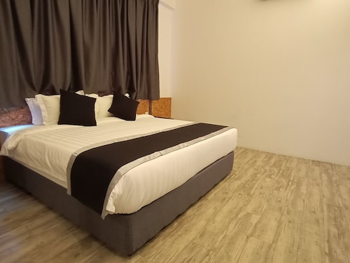 Capital O 89905 T5 Boutique Hotel