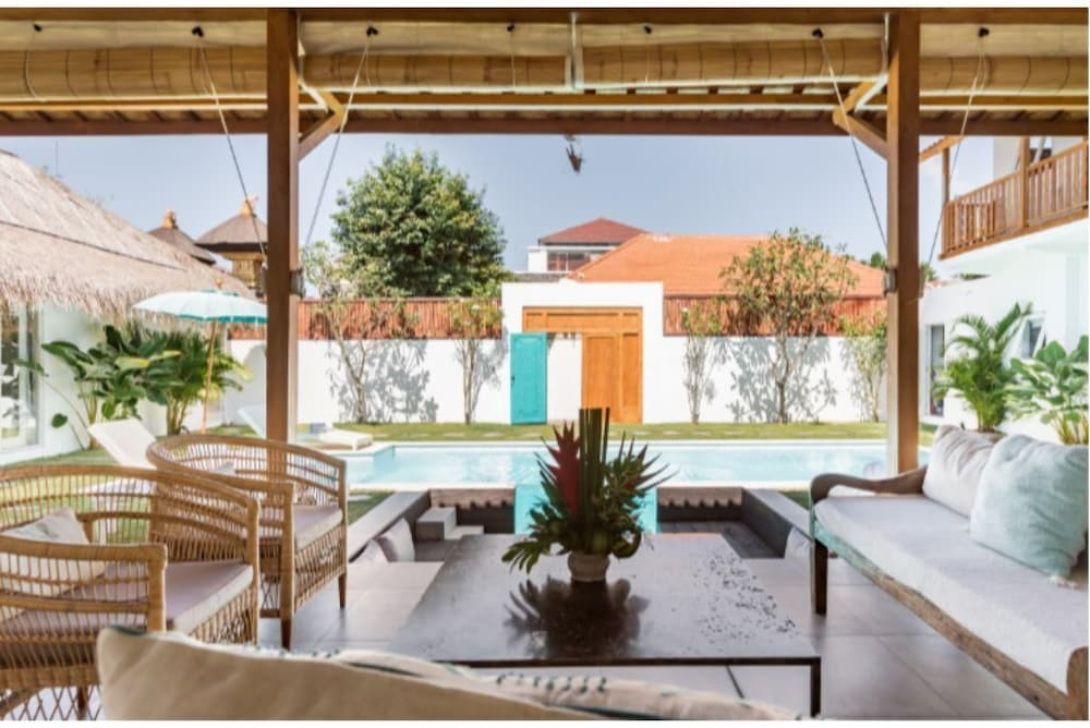 , Exquisite Architectural Villa With Outdoor Pool
