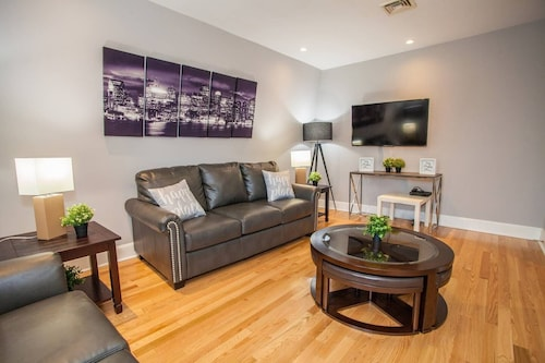 Central Boston 5 Bed 2 Bath North End-sleeps 10