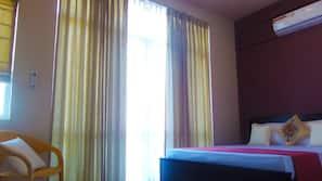 Iron/ironing board, bed sheets