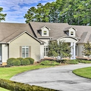 Luxe Lakefront Scottsboro Home W/boat Slip & Pool!