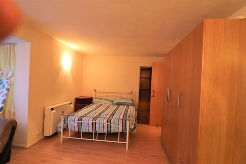 A Comfortable Studio on Pavillion Way Burnt Oak