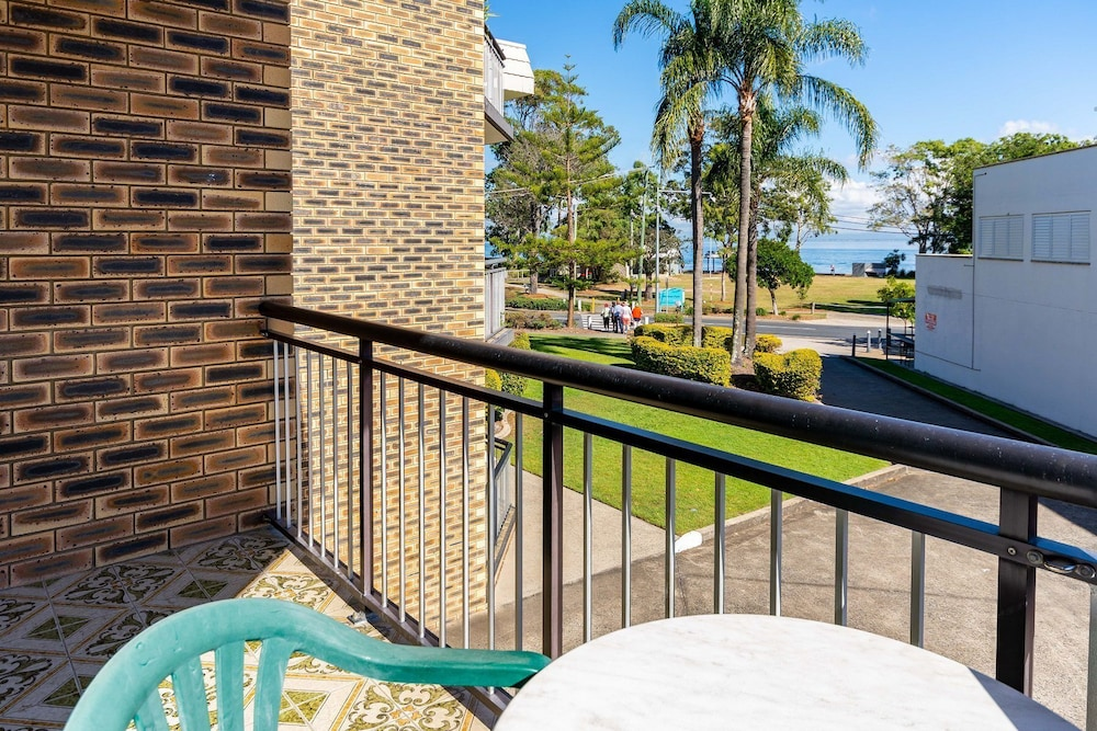 Great Location Close to Waterfront, Shops, Restaurants and Cafes