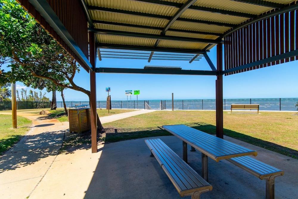 Views, Pool, Air Conditioning – Karoonda Sands Welsby Pde, Bongaree