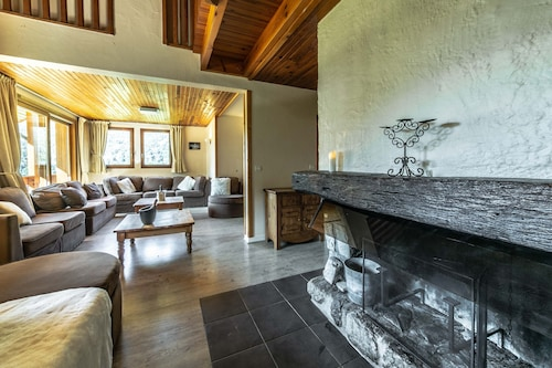 Authentic Chalet Méribel Village Close to the slopes