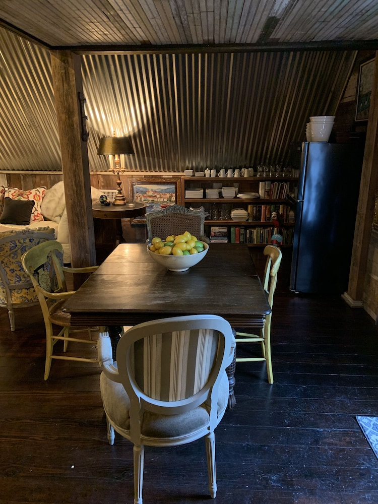 In-Room Dining, Coulter Farmstead