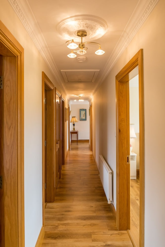 Hallway, Lake View House, Recess