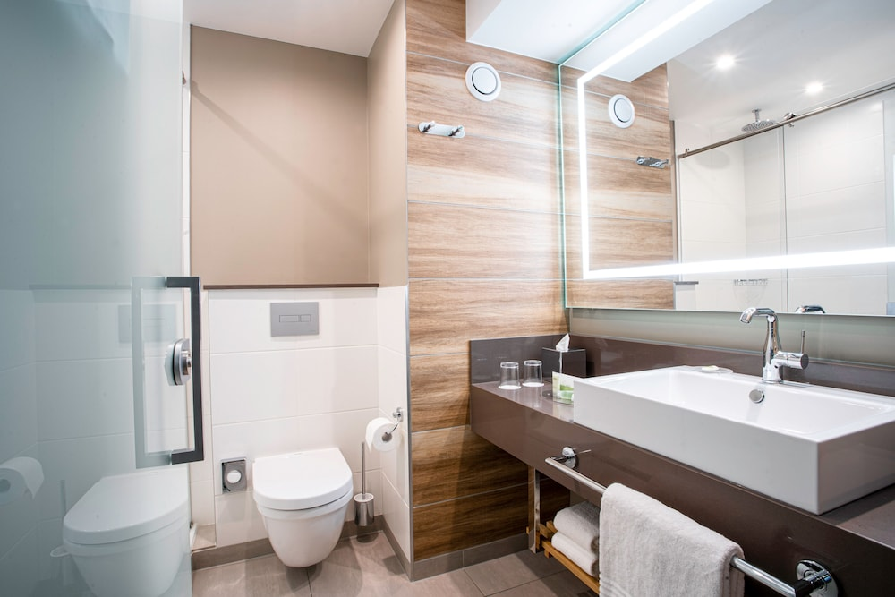 Bathroom, Courtyard by Marriott Paris Porte de Versailles