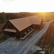 Beautiful Loft Apartment in Quaint Yearling Barn for an Authentic Bluegrass Stay