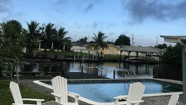 Boater's dream-Banana river beach house w/dock & pool. Short walk to the beach.