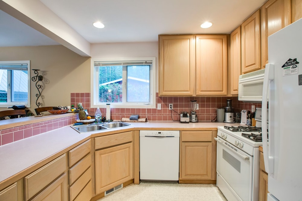 Private Kitchen, 58mbr - 2-bedroom - Fireplace - Sleeps 6