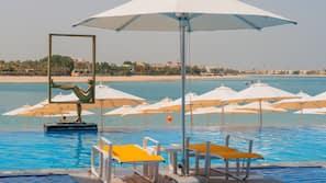 2 個室外泳池;泳池傘、躺椅
