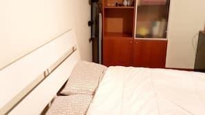 4 bedrooms, desk, iron/ironing board