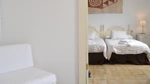 Cunas o camas infantiles gratuitas, wifi gratis, ropa de cama